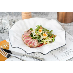 салат со стейком тунца